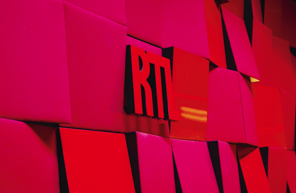Corporate Office Interiors for RTL France live radio recording studio